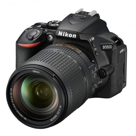 Nikon D5600 + 18-140 mm AF-S VR, Nákupní bonus 1000 Kč (ihned odečteme z nákupu)