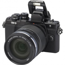 Olympus OM-D E-M10 mark III + 14-150 černý + karta SDHC 32GB