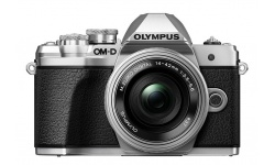 Olympus OM-D E-M10 mark III + 14-42 EZ stříbrný + karta SDHC 32GB