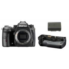 Pentax K-3 III European Kit černý, v kitu je bateriový grip a baterie navíc.