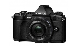 Olympus OM-D E-M5 II + 14-42 mm EZ black + Karta SDHC 32GB